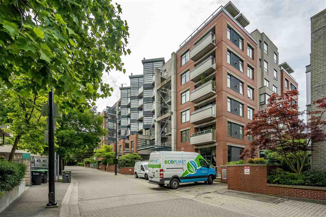 """Main Photo: 110 2228 MARSTRAND Avenue in Vancouver: Kitsilano Condo for sale in """"SOLO"""" (Vancouver West)  : MLS®# R2466105"""