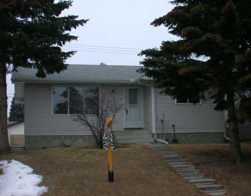 Main Photo:  in CALGARY: Huntington Hills Residential Detached Single Family for sale (Calgary)  : MLS®# C3115383