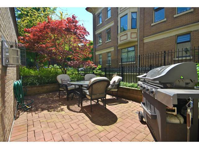 Main Photo: 102 55 E 10TH Avenue in Vancouver: Mount Pleasant VE Condo for sale (Vancouver East)  : MLS®# V892857