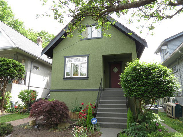 "Main Photo: 1610 SEMLIN Drive in Vancouver: Grandview VE House for sale in ""The Drive"" (Vancouver East)  : MLS®# V1126546"