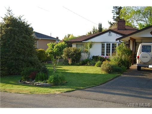 Main Photo: 1758 Broadmead Ave in VICTORIA: SE Mt Tolmie House for sale (Saanich East)  : MLS®# 705962