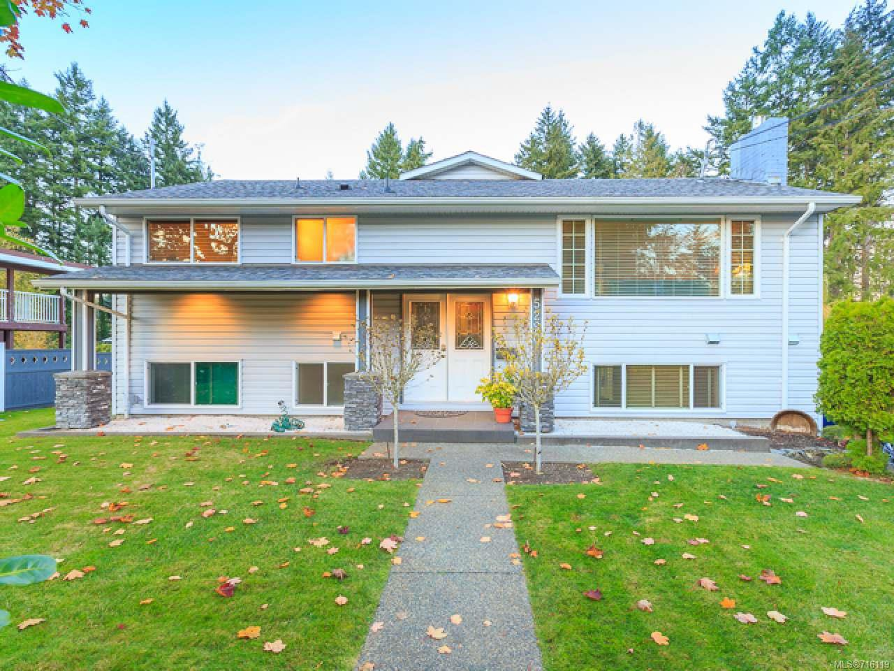 Main Photo: 5290 Metral Dr in NANAIMO: Na Pleasant Valley House for sale (Nanaimo)  : MLS®# 716119