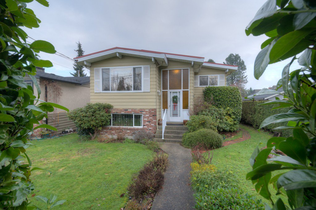 "Main Photo: 711 SECOND Street in New Westminster: GlenBrooke North House for sale in ""GLENBROOKE NORTH"" : MLS®# R2022211"