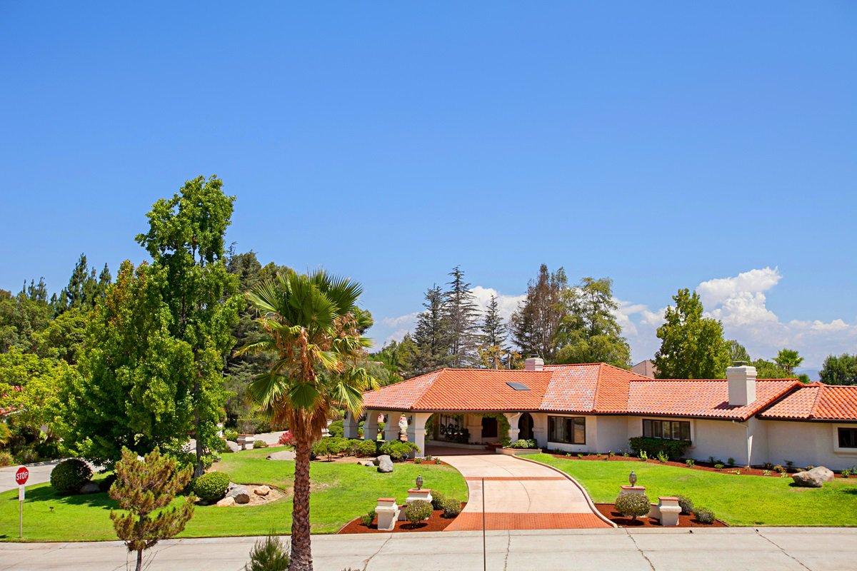 Photo 3: Photos: RANCHO BERNARDO House for sale : 5 bedrooms : 18715 BERNARDO TRAILS DRIVE in San Diego
