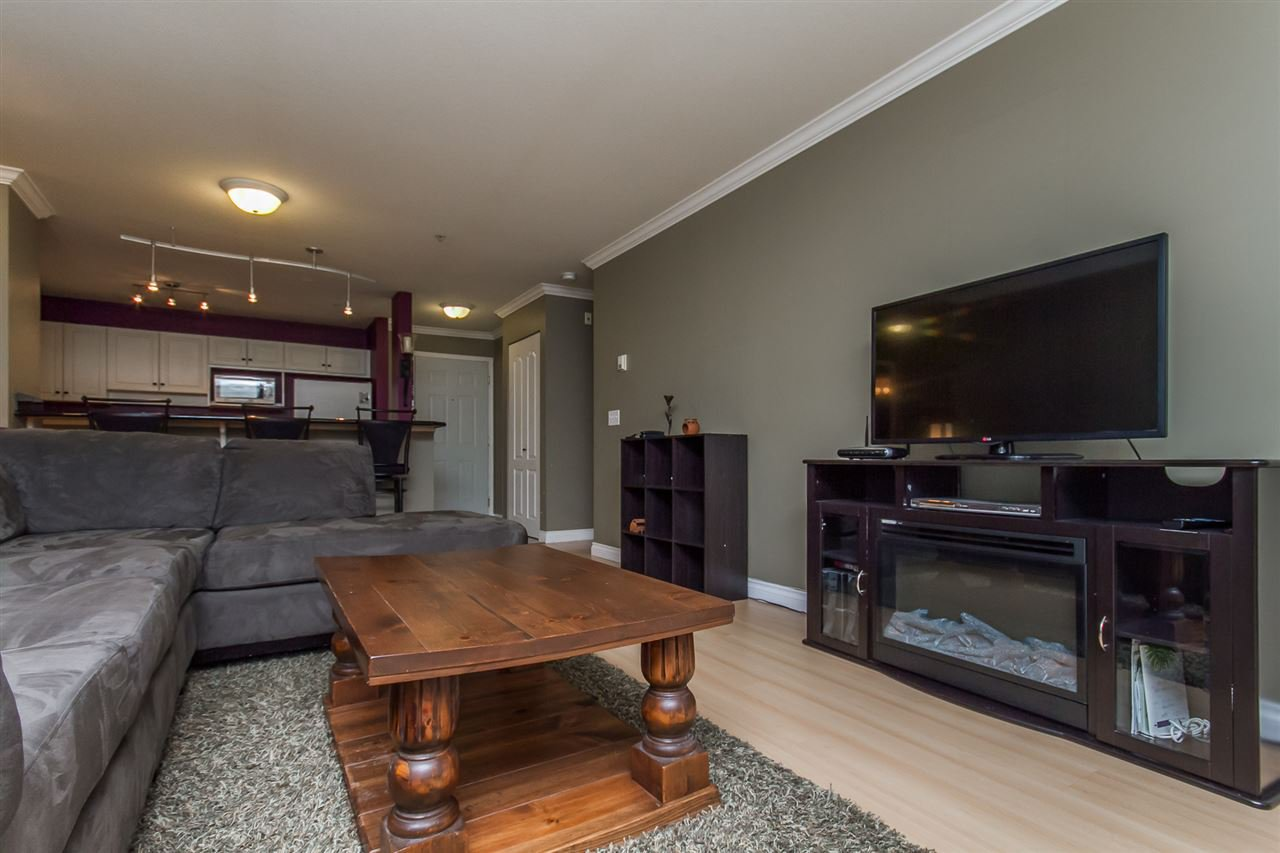 "Photo 4: Photos: 205 33728 KING Road in Abbotsford: Poplar Condo for sale in ""College Park"" : MLS®# R2150276"