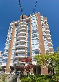 "Main Photo: 203 2350 W 39TH Avenue in Vancouver: Kerrisdale Condo for sale in ""ST. MORITZ"" (Vancouver West)  : MLS®# R2185746"
