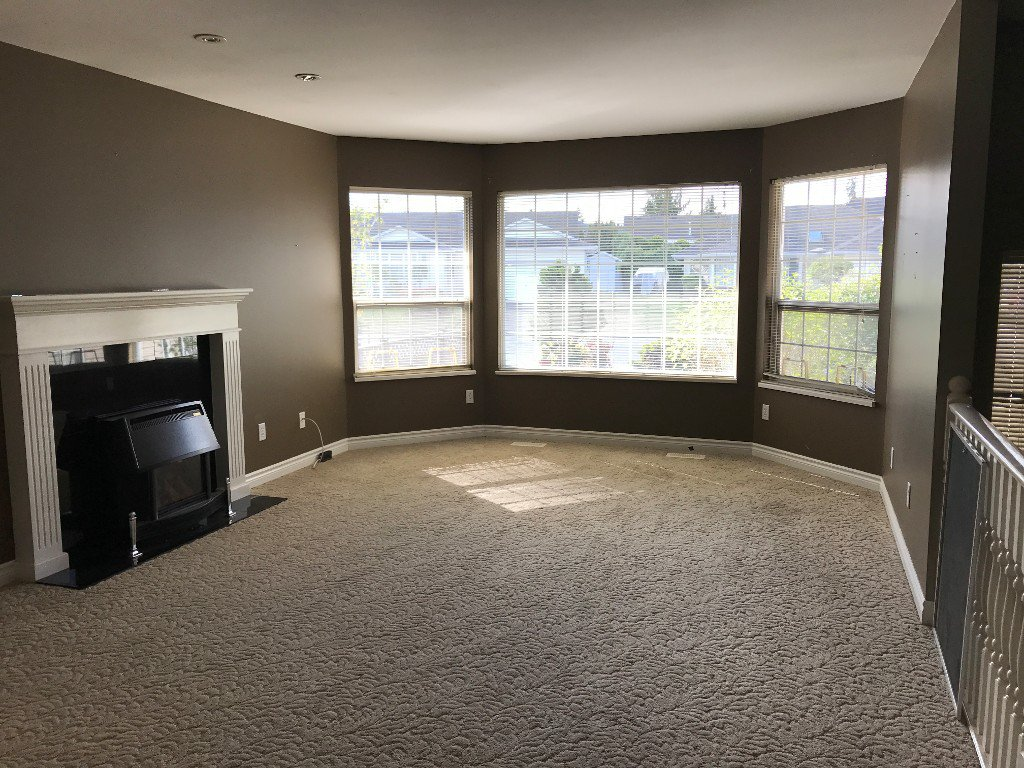 Photo 2: Photos: 32303 Golden Ave. in Abbotsford: Abbotsford West House for rent