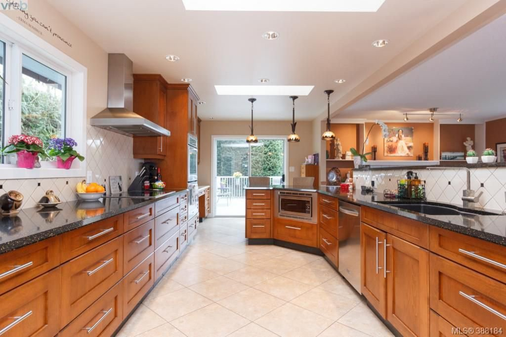 Photo 8: Photos: 8850 Moresby Park Terr in NORTH SAANICH: NS Dean Park House for sale (North Saanich)  : MLS®# 780144