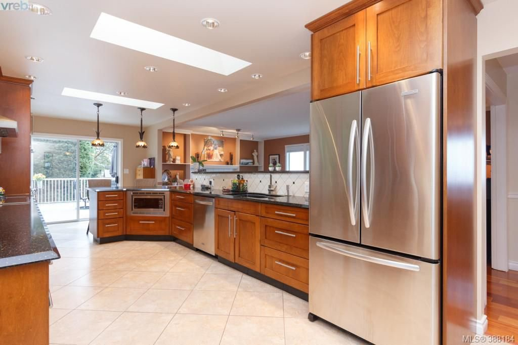 Photo 7: Photos: 8850 Moresby Park Terr in NORTH SAANICH: NS Dean Park House for sale (North Saanich)  : MLS®# 780144