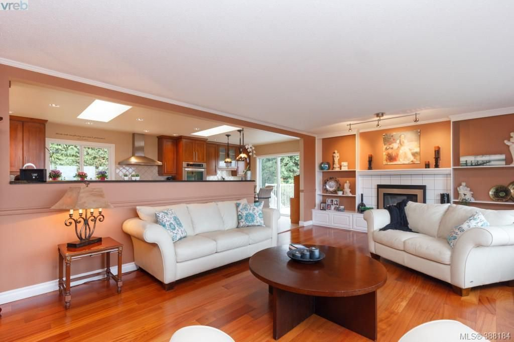 Photo 4: Photos: 8850 Moresby Park Terr in NORTH SAANICH: NS Dean Park House for sale (North Saanich)  : MLS®# 780144