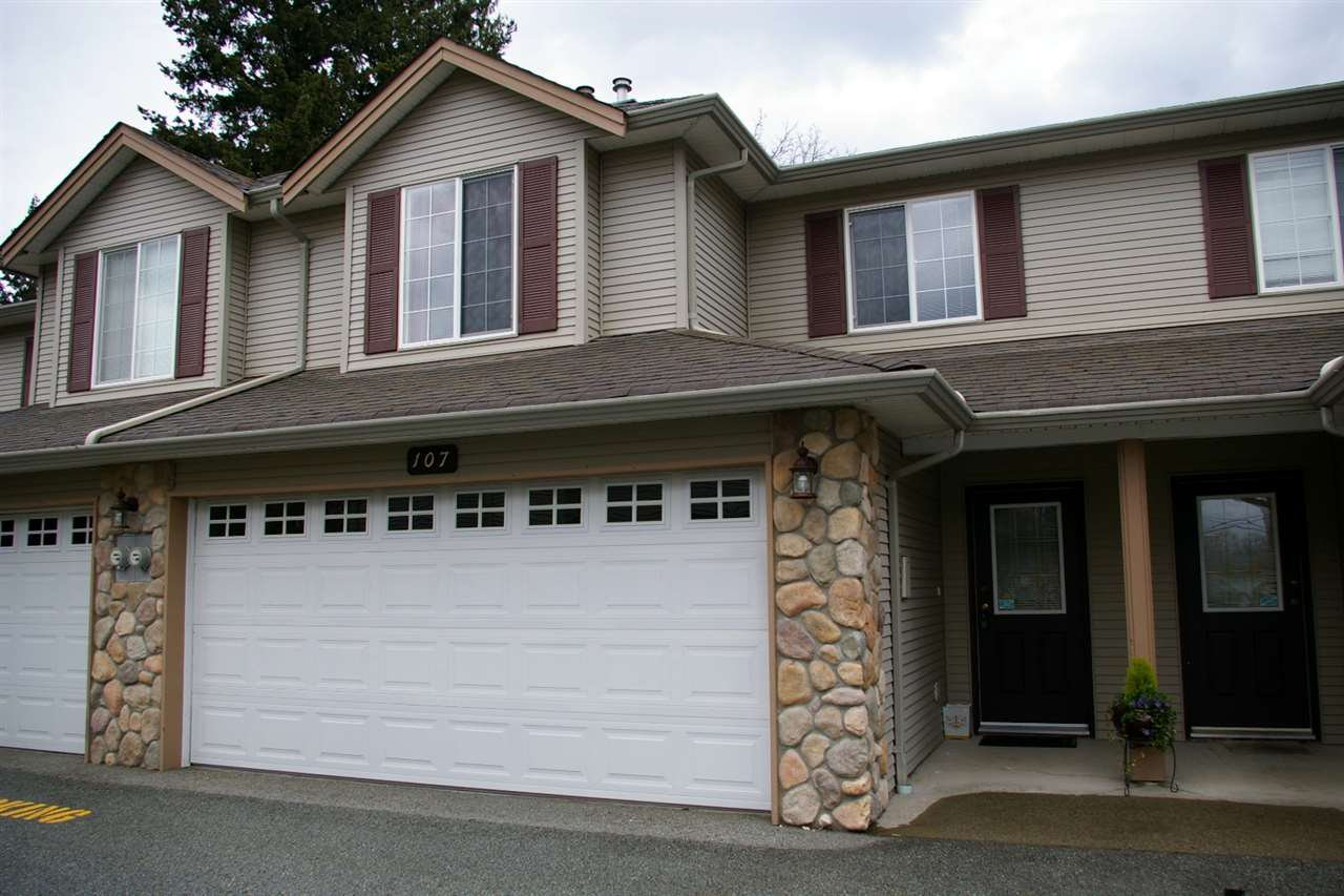 "Main Photo: 107 46451 MAPLE Avenue in Chilliwack: Chilliwack E Young-Yale Townhouse for sale in ""Fairlane"" : MLS®# R2255667"