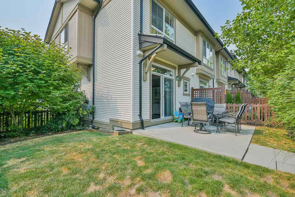 """Photo 15: Photos: 44 19505 68A Avenue in Surrey: Clayton Townhouse for sale in """"Clayton Rise"""" (Cloverdale)  : MLS®# R2299619"""