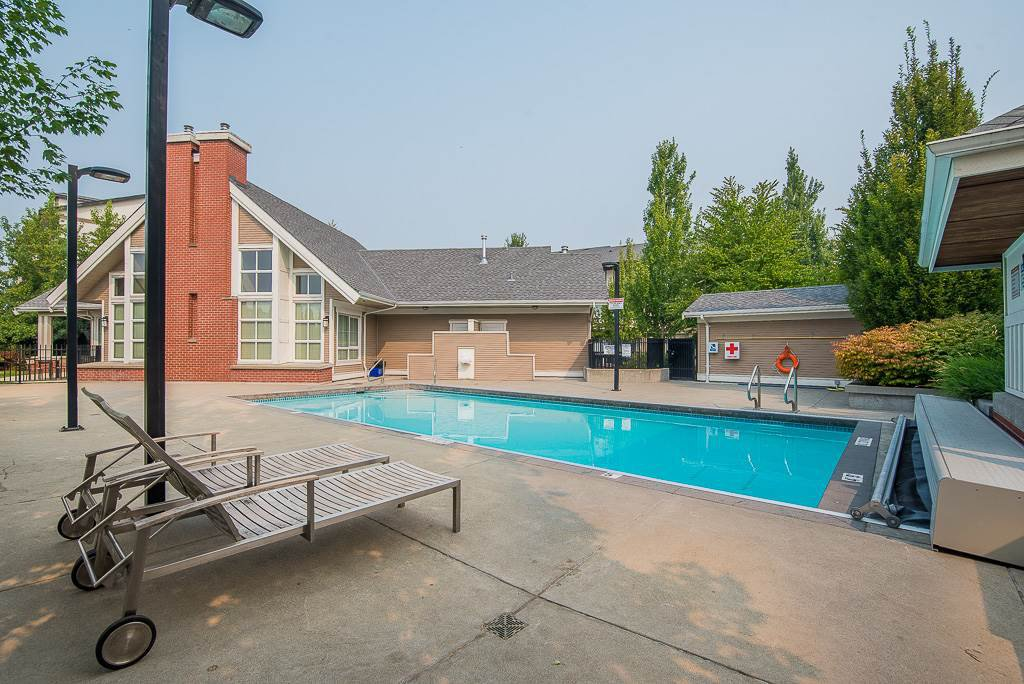 """Photo 17: Photos: 44 19505 68A Avenue in Surrey: Clayton Townhouse for sale in """"Clayton Rise"""" (Cloverdale)  : MLS®# R2299619"""