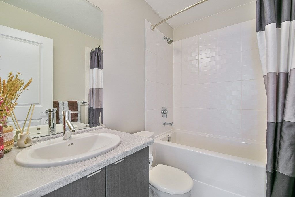 """Photo 12: Photos: 44 19505 68A Avenue in Surrey: Clayton Townhouse for sale in """"Clayton Rise"""" (Cloverdale)  : MLS®# R2299619"""