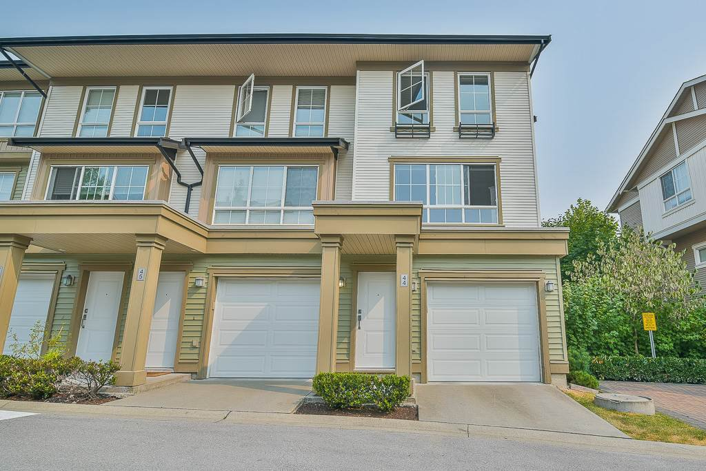 "Main Photo: 44 19505 68A Avenue in Surrey: Clayton Townhouse for sale in ""Clayton Rise"" (Cloverdale)  : MLS®# R2299619"