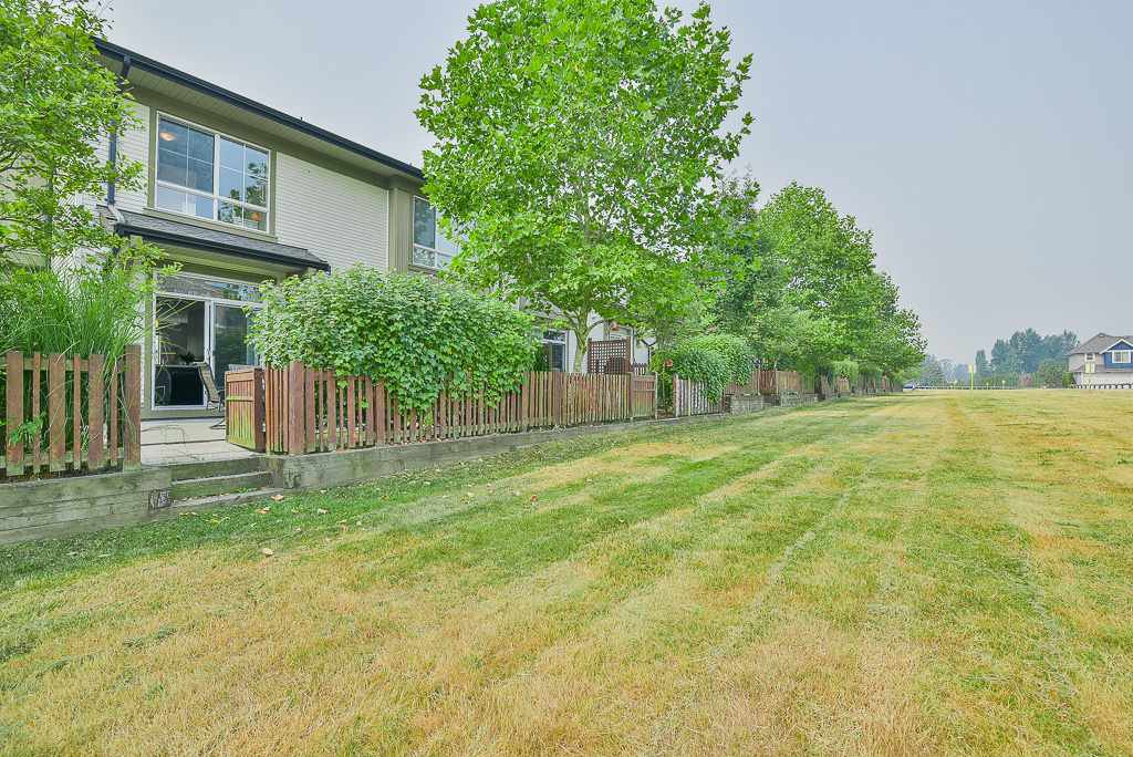 """Photo 16: Photos: 44 19505 68A Avenue in Surrey: Clayton Townhouse for sale in """"Clayton Rise"""" (Cloverdale)  : MLS®# R2299619"""