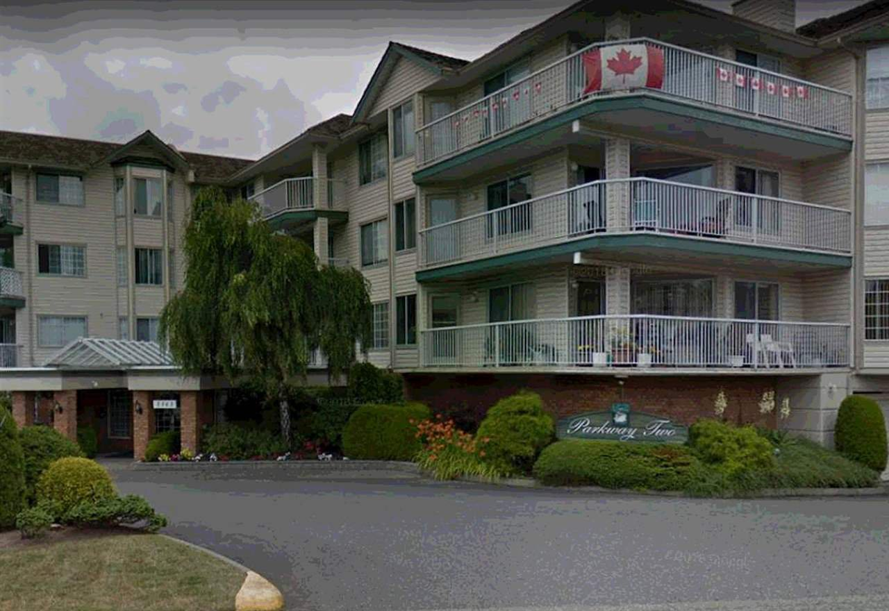 """Photo 3: Photos: 106 5363 206 Street in Langley: Langley City Condo for sale in """"Parkway II"""" : MLS®# R2332747"""