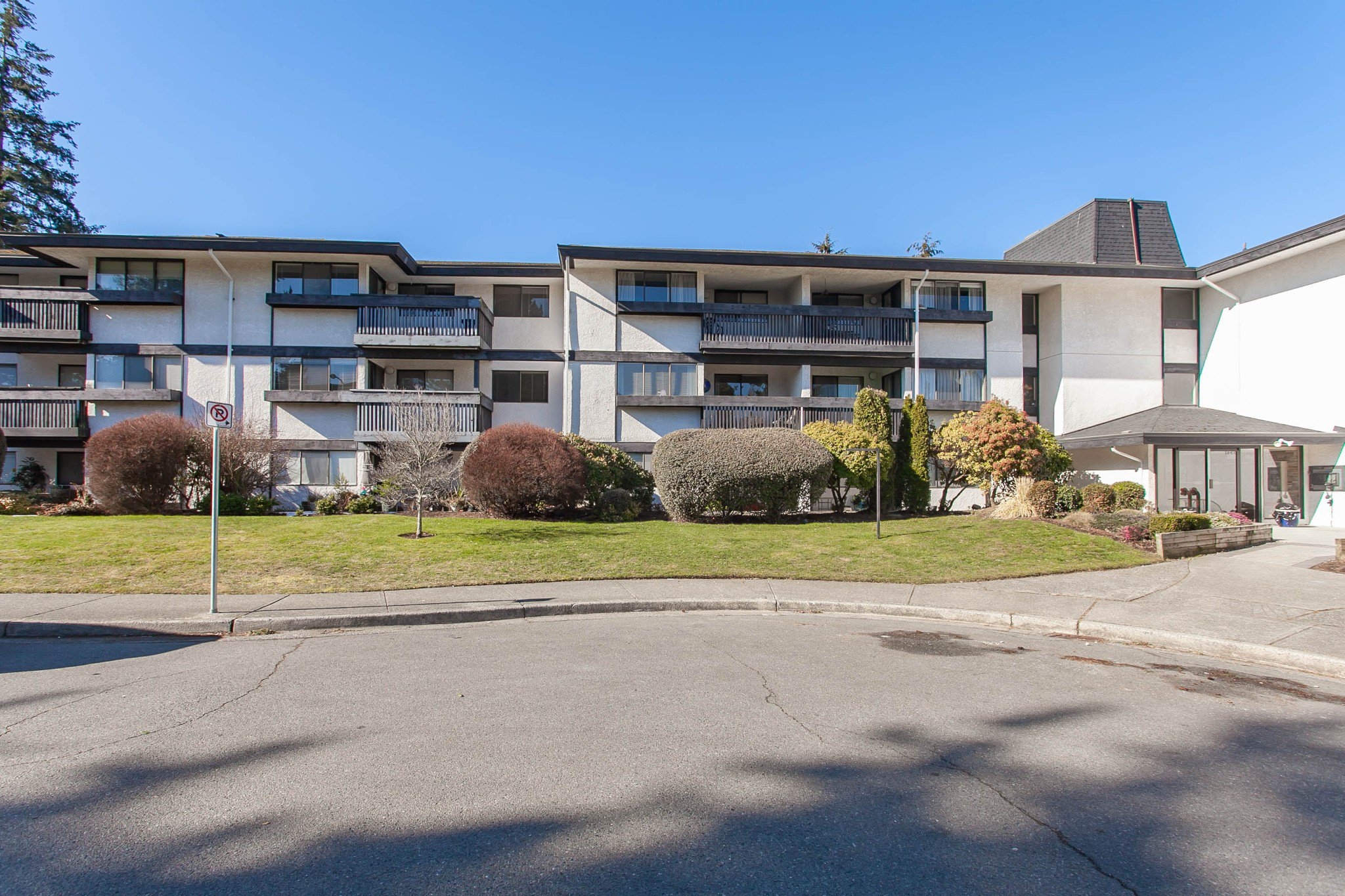 "Main Photo: 212 1561 VIDAL Street: White Rock Condo for sale in ""RIDGECREST"" (South Surrey White Rock)  : MLS®# R2344716"