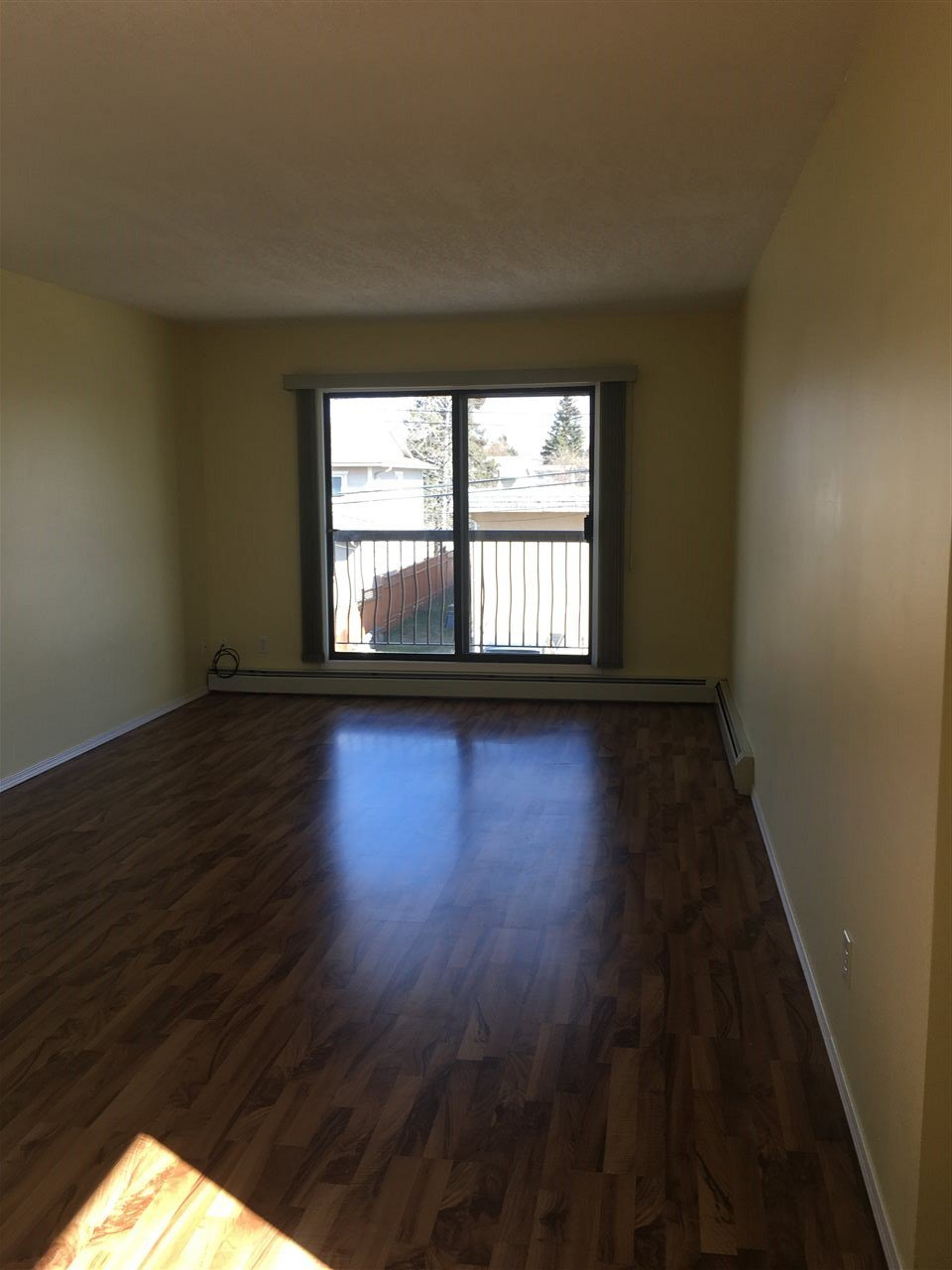 "Photo 2: Photos: 302 10216 102 Avenue in Fort St. John: Fort St. John - City NW Condo for sale in ""ALTOMAR APARTMENTS"" (Fort St. John (Zone 60))  : MLS®# R2362710"