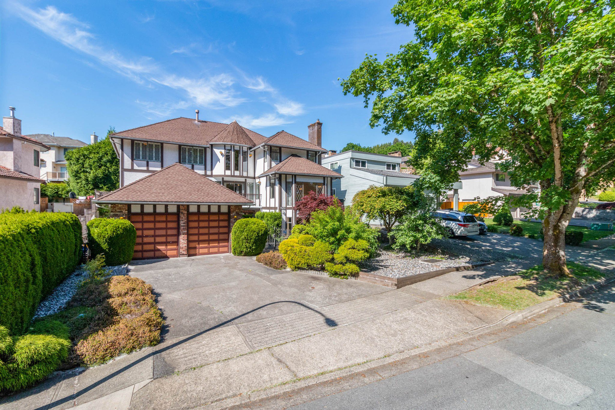 Main Photo: 7401 EDNOR Crescent in Burnaby: Simon Fraser Univer. House for sale (Burnaby North)  : MLS®# R2461029
