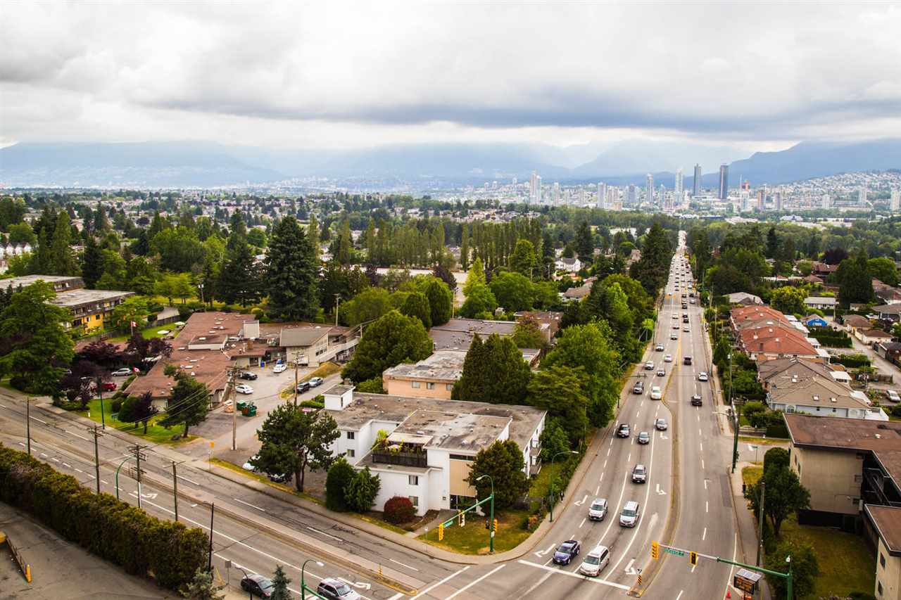 """Main Photo: 1706 4505 HAZEL Street in Burnaby: Forest Glen BS Condo for sale in """"THE DYNASTY"""" (Burnaby South)  : MLS®# R2461116"""