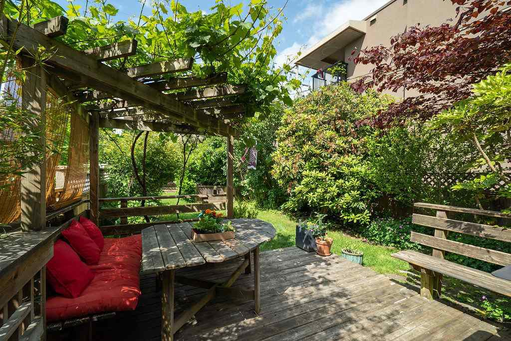Photo 24: Photos: 2243 OXFORD Street in Vancouver: Hastings House for sale (Vancouver East)  : MLS®# R2463567