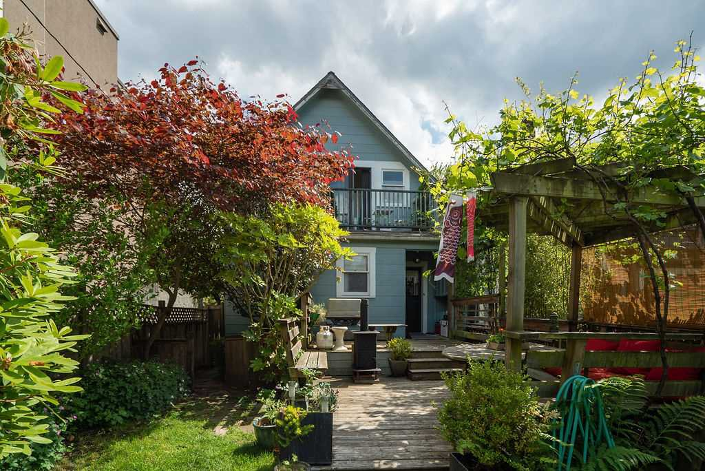Photo 22: Photos: 2243 OXFORD Street in Vancouver: Hastings House for sale (Vancouver East)  : MLS®# R2463567