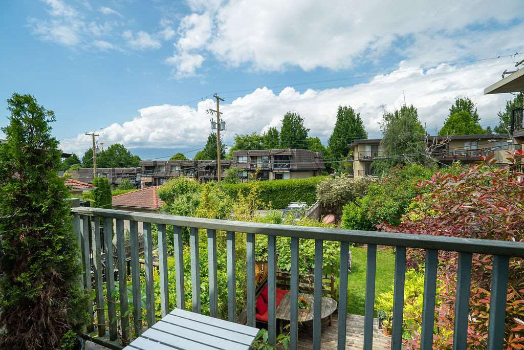 Photo 16: Photos: 2243 OXFORD Street in Vancouver: Hastings House for sale (Vancouver East)  : MLS®# R2463567