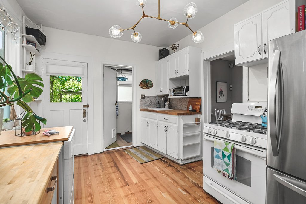 Photo 10: Photos: 2243 OXFORD Street in Vancouver: Hastings House for sale (Vancouver East)  : MLS®# R2463567