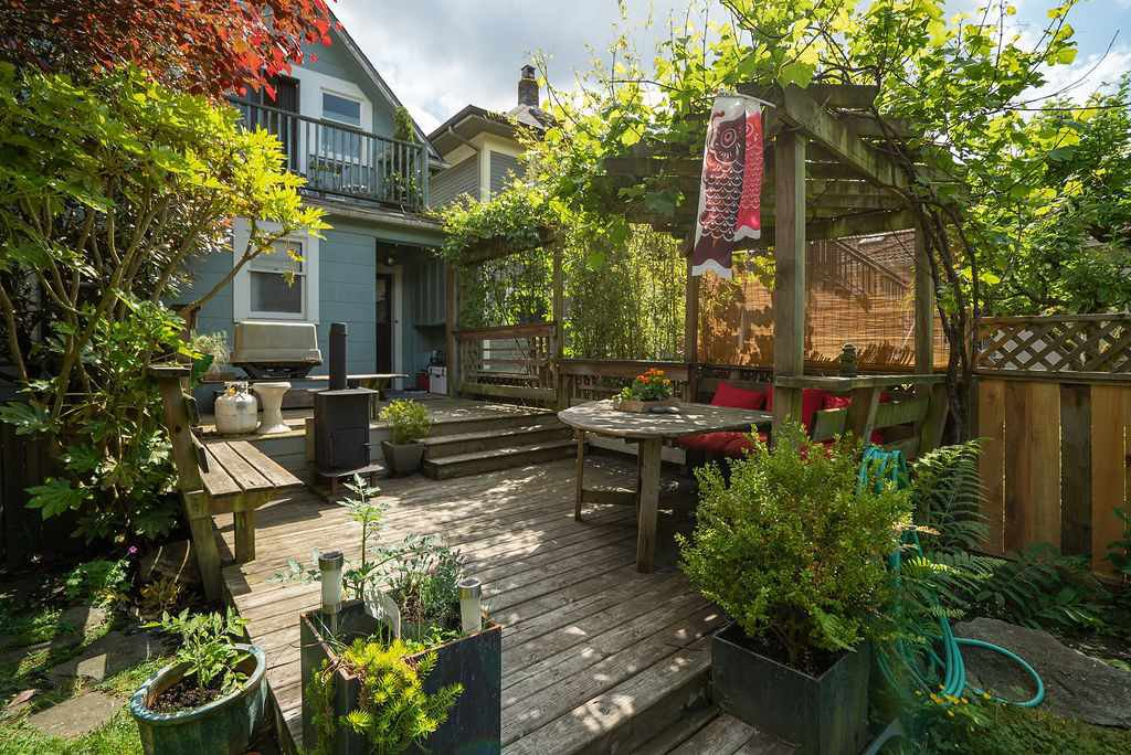 Photo 5: Photos: 2243 OXFORD Street in Vancouver: Hastings House for sale (Vancouver East)  : MLS®# R2463567