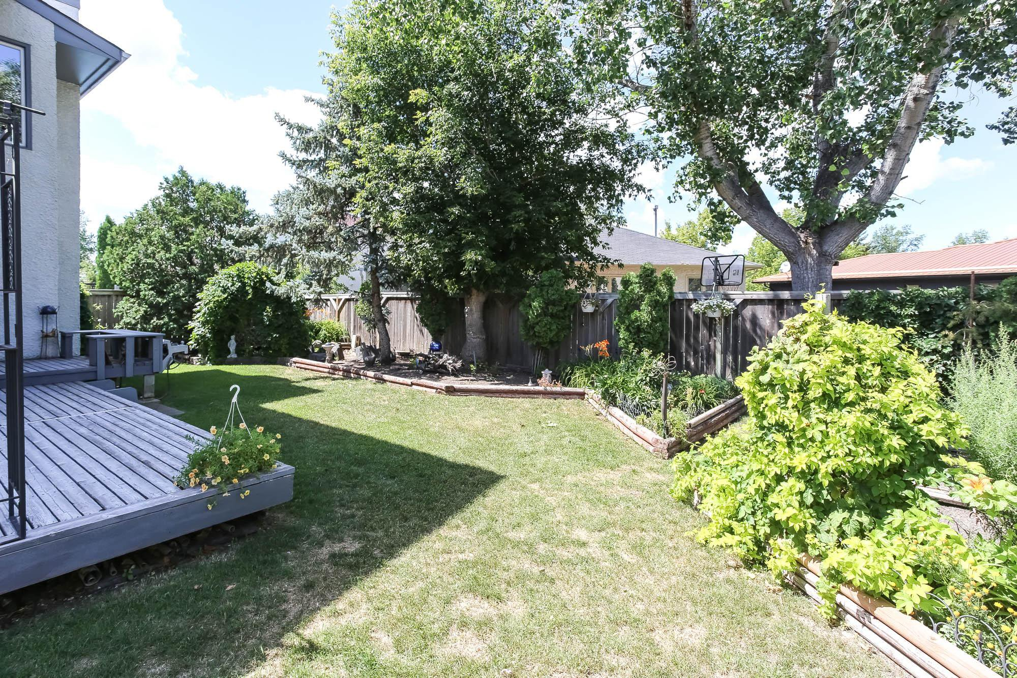 Photo 2: Photos: 14 Torrington Road in Winnipeg: Whyte Ridge Single Family Detached for sale (1P)  : MLS®# 202017383