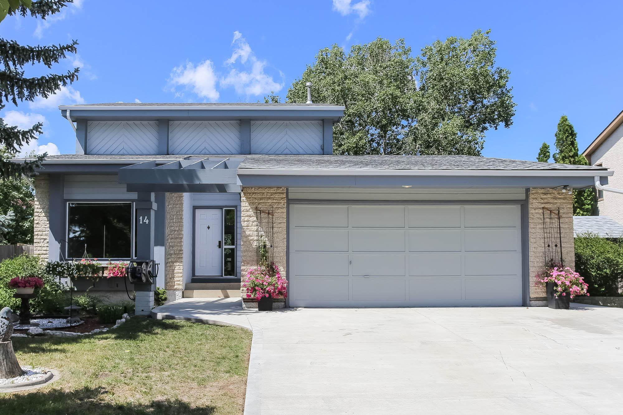 Photo 1: Photos: 14 Torrington Road in Winnipeg: Whyte Ridge Single Family Detached for sale (1P)  : MLS®# 202017383