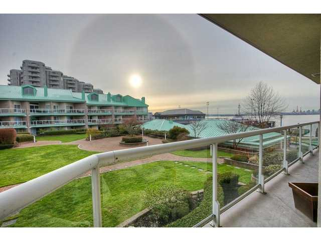 """Main Photo: 1205 33 CHESTERFIELD Place in North Vancouver: Lower Lonsdale Condo for sale in """"HARBOURVIEW PARK"""" : MLS®# V884732"""