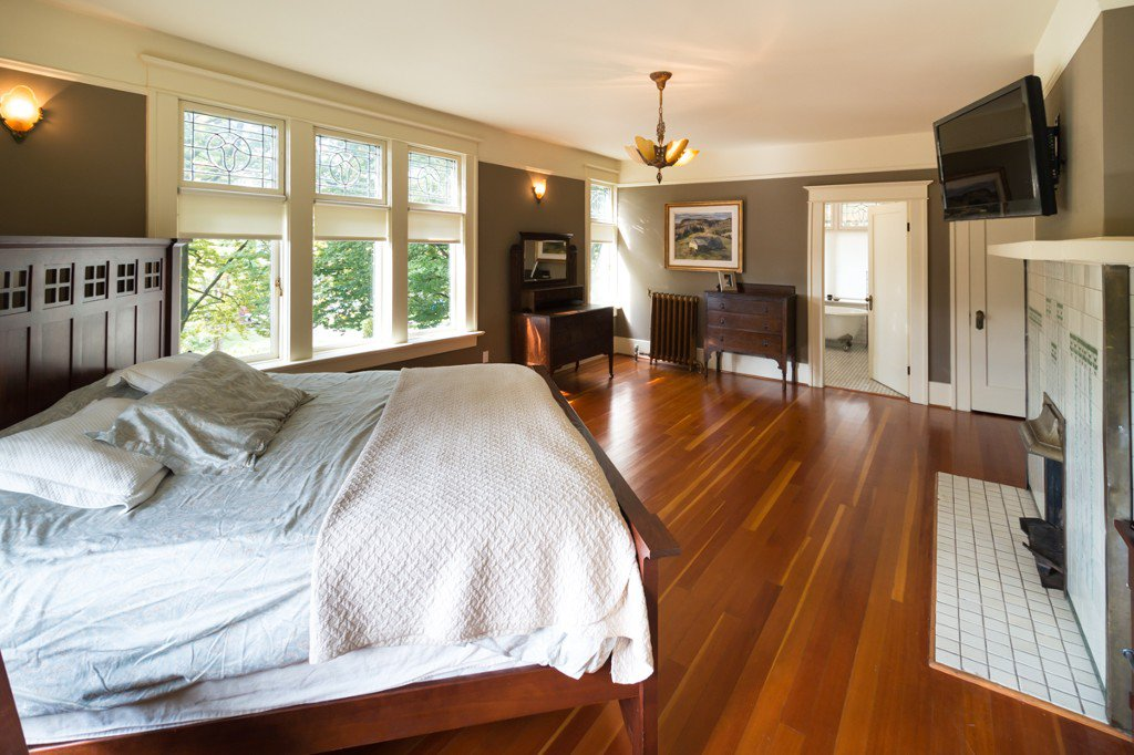 """Photo 11: Photos: 329 SECOND ST in New Westminster: Queens Park House for sale in """"QUEENS PARK"""" : MLS®# V1039472"""