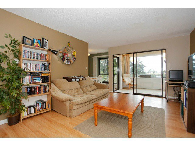 "Main Photo: 305 15265 ROPER Avenue: White Rock Condo for sale in ""WILTSHIRE"" (South Surrey White Rock)  : MLS®# F1429857"