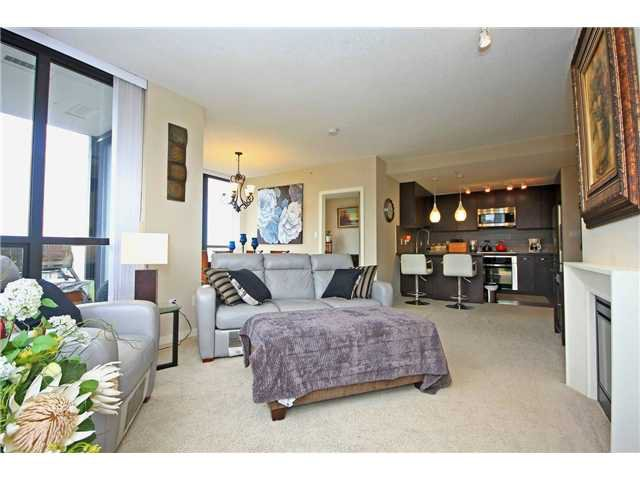"Photo 3: Photos: 2705 2982 BURLINGTON Drive in Coquitlam: North Coquitlam Condo for sale in ""EDGEMONT"" : MLS®# V1101212"