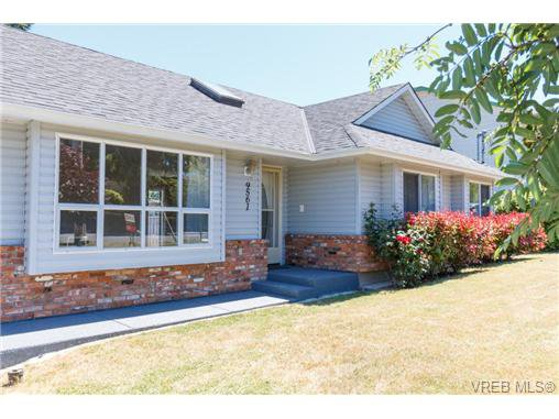 Main Photo: 9561 Epco Dr in SIDNEY: Si Sidney South-West House for sale (Sidney)  : MLS®# 704379