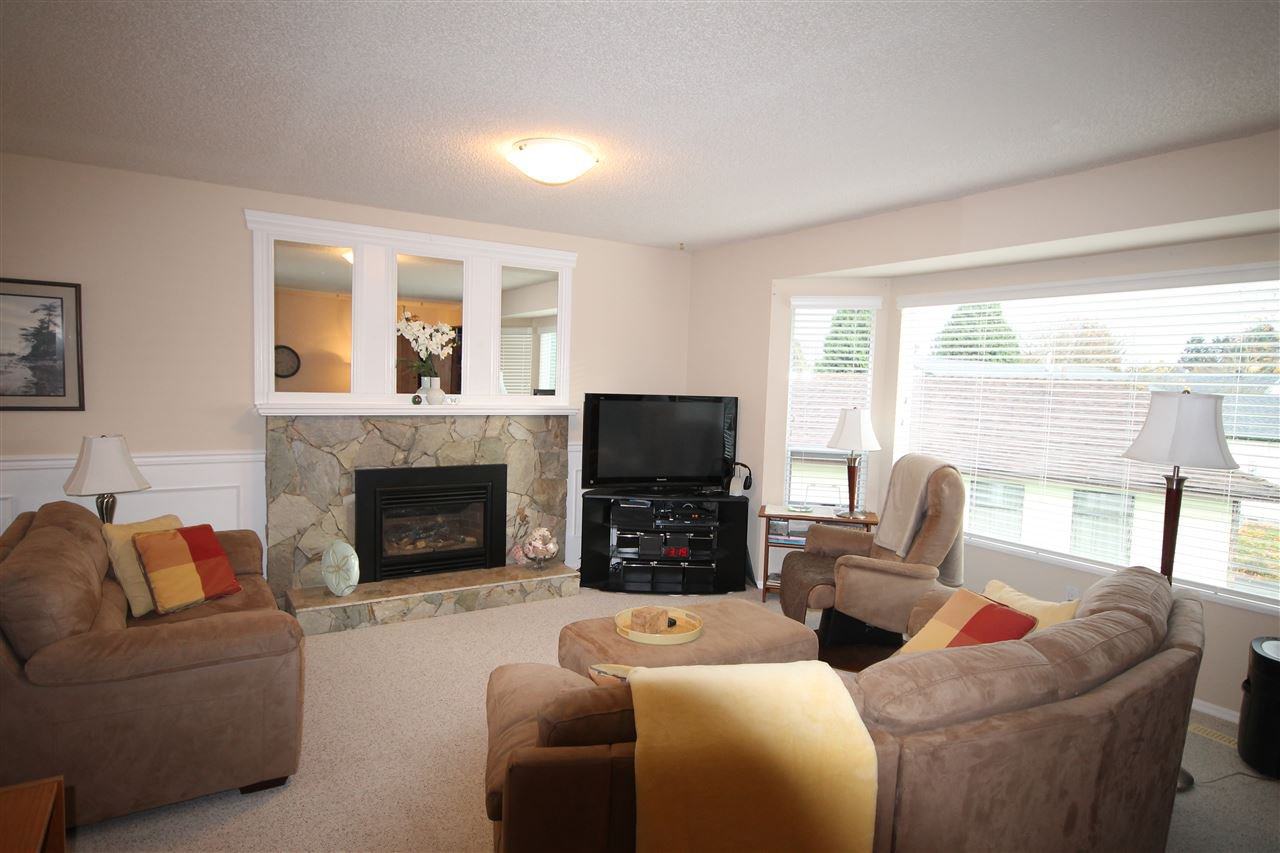 Photo 2: Photos: 1938 154A Street in Surrey: King George Corridor House for sale (South Surrey White Rock)  : MLS®# R2015886