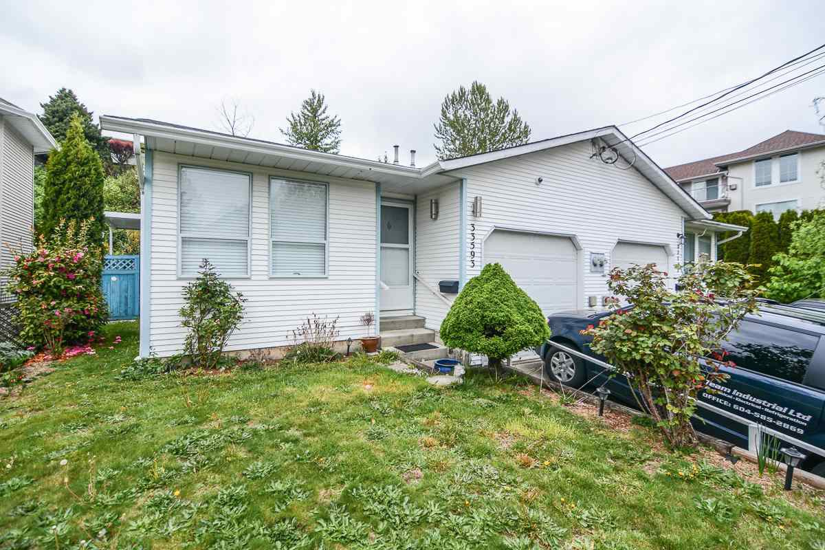 Main Photo: 33593 2ND Avenue in Mission: Mission BC House 1/2 Duplex for sale : MLS®# R2056501