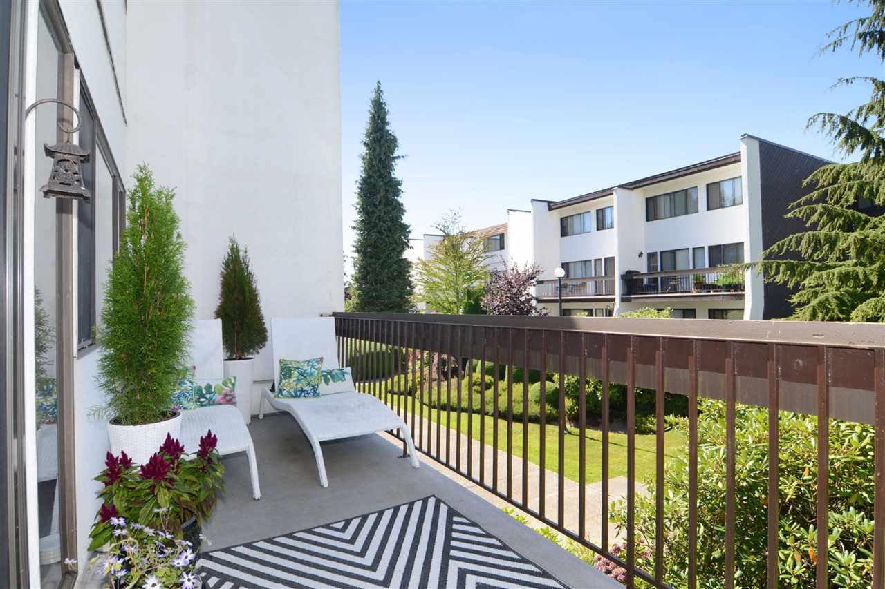 "Main Photo: 5 7361 MONTECITO Drive in Burnaby: Montecito Townhouse for sale in ""VILLA MONTECITO"" (Burnaby North)  : MLS®# R2112570"