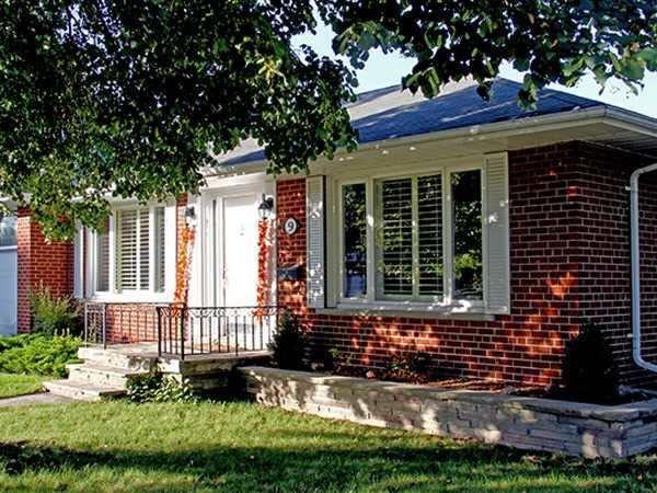 Main Photo: 9 Ridgehampton Court in Toronto: Stonegate-Queensway House (Bungalow) for lease (Toronto W07)  : MLS®# W3719310