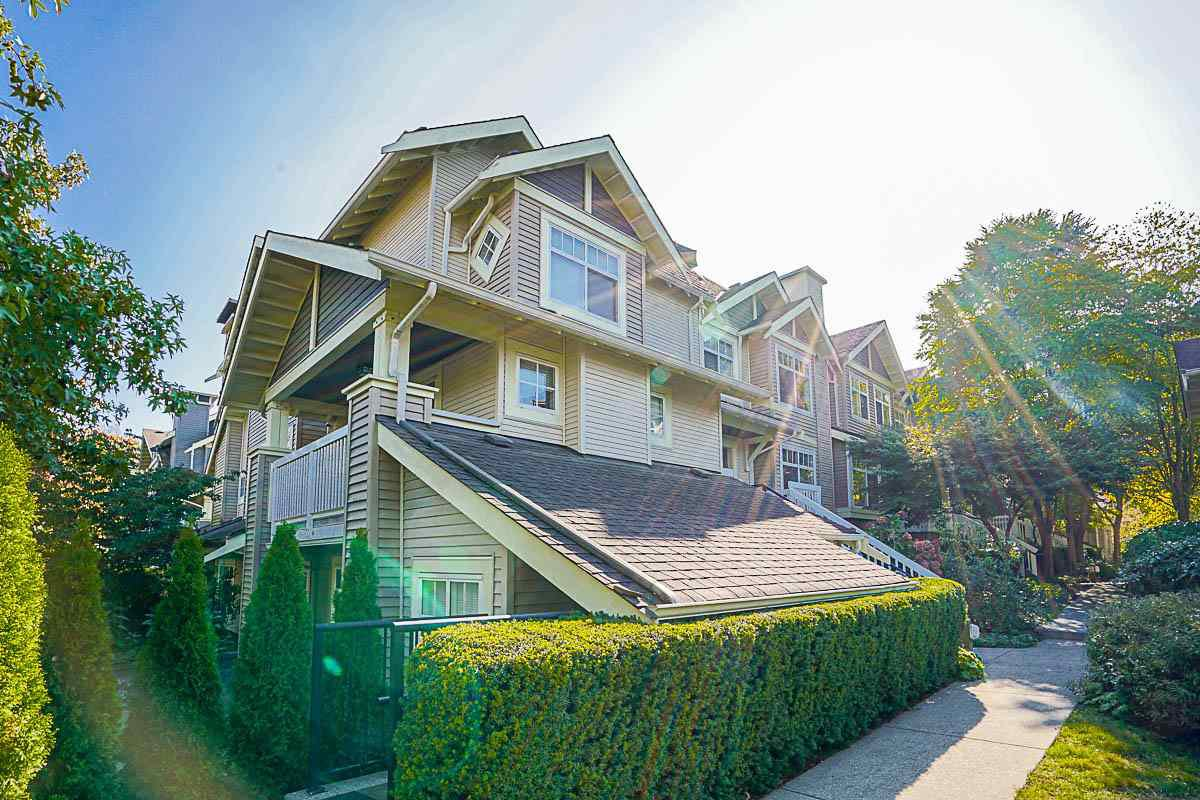 "Main Photo: 33 7488 SOUTHWYNDE Avenue in Burnaby: South Slope Townhouse for sale in ""LEDGESTONE 1"" (Burnaby South)  : MLS®# R2176446"