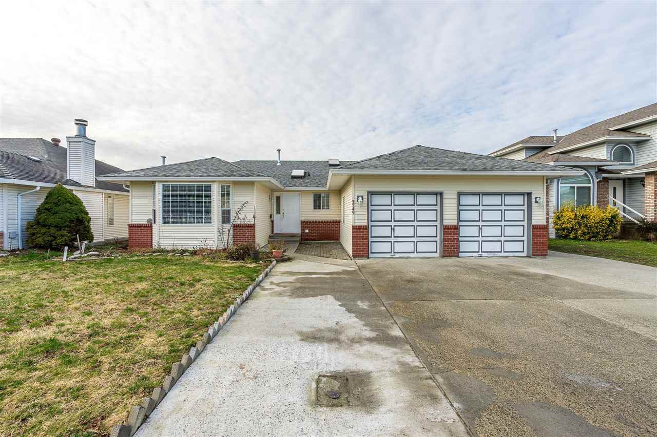 Main Photo: 3345 SLOCAN Drive in Abbotsford: Abbotsford West House for sale : MLS®# R2336373