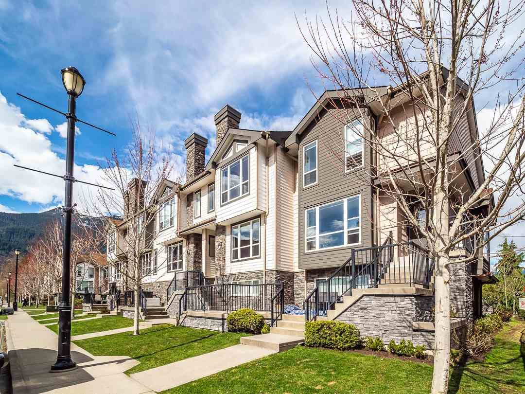 """Main Photo: 8 1261 MAIN Street in Squamish: Downtown SQ Townhouse for sale in """"Skye"""" : MLS®# R2351881"""
