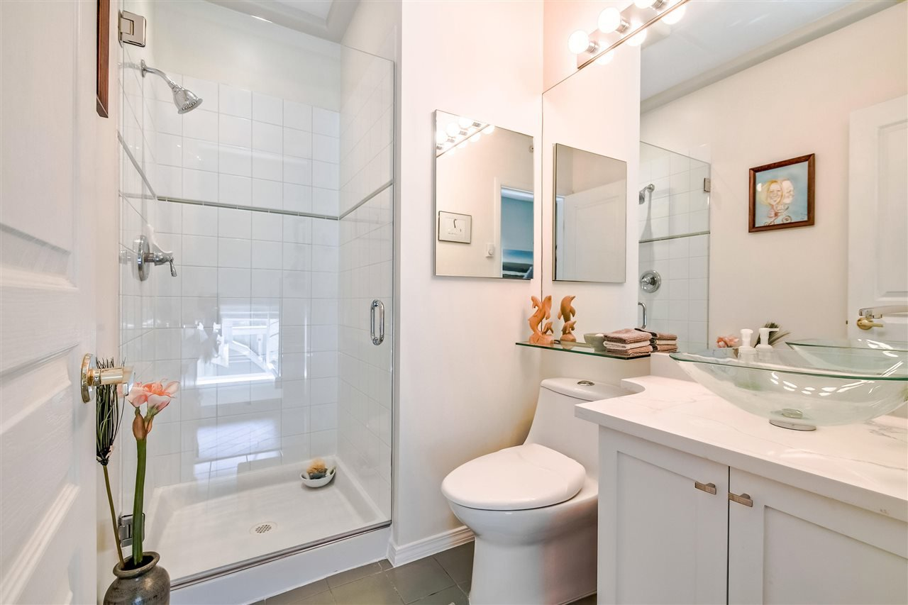 """Photo 12: Photos: 1980 E KENT AVENUE SOUTH Avenue in Vancouver: South Marine Townhouse for sale in """"HARBOUR HOUSE"""" (Vancouver East)  : MLS®# R2370301"""