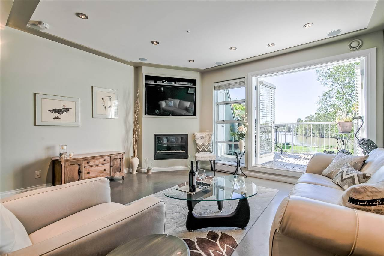 """Photo 4: Photos: 1980 E KENT AVENUE SOUTH Avenue in Vancouver: South Marine Townhouse for sale in """"HARBOUR HOUSE"""" (Vancouver East)  : MLS®# R2370301"""