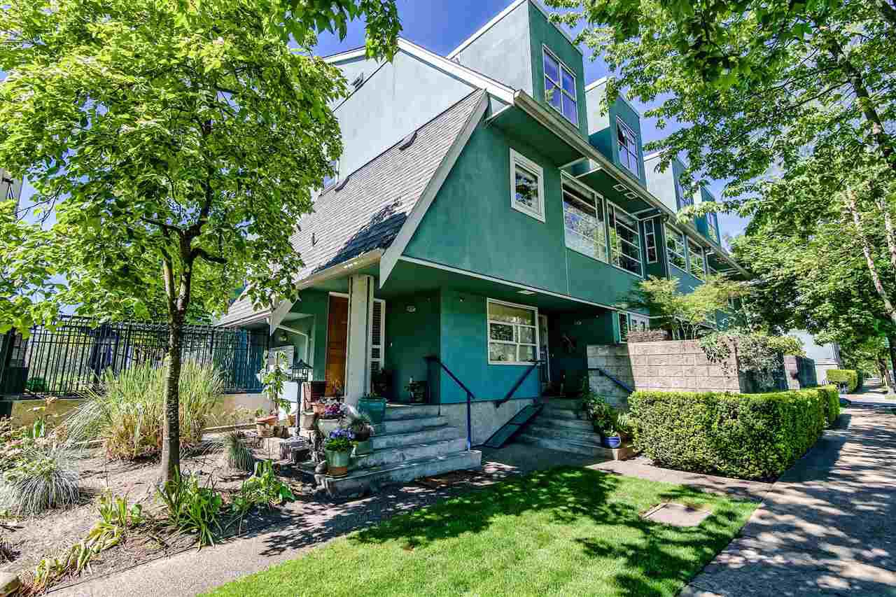 """Photo 18: Photos: 1980 E KENT AVENUE SOUTH Avenue in Vancouver: South Marine Townhouse for sale in """"HARBOUR HOUSE"""" (Vancouver East)  : MLS®# R2370301"""