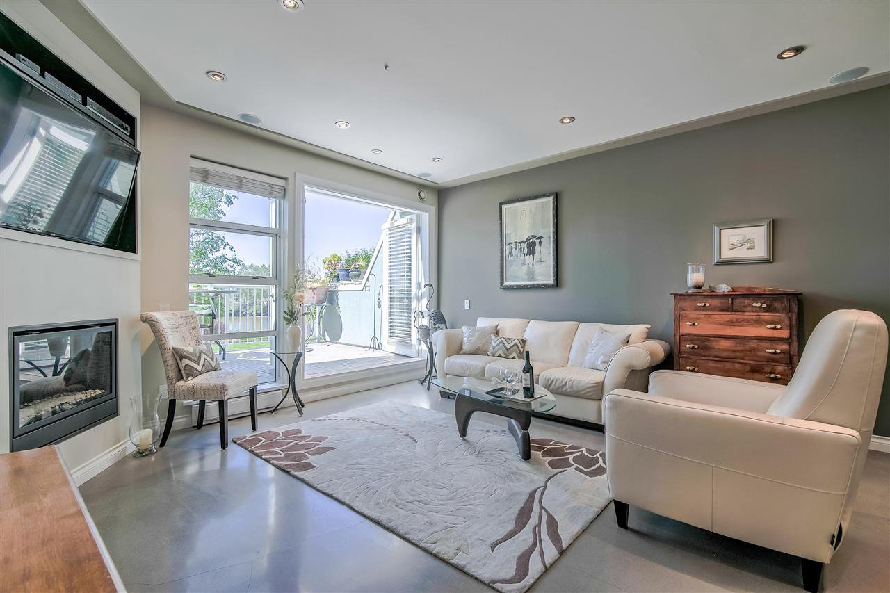 """Photo 5: Photos: 1980 E KENT AVENUE SOUTH Avenue in Vancouver: South Marine Townhouse for sale in """"HARBOUR HOUSE"""" (Vancouver East)  : MLS®# R2370301"""