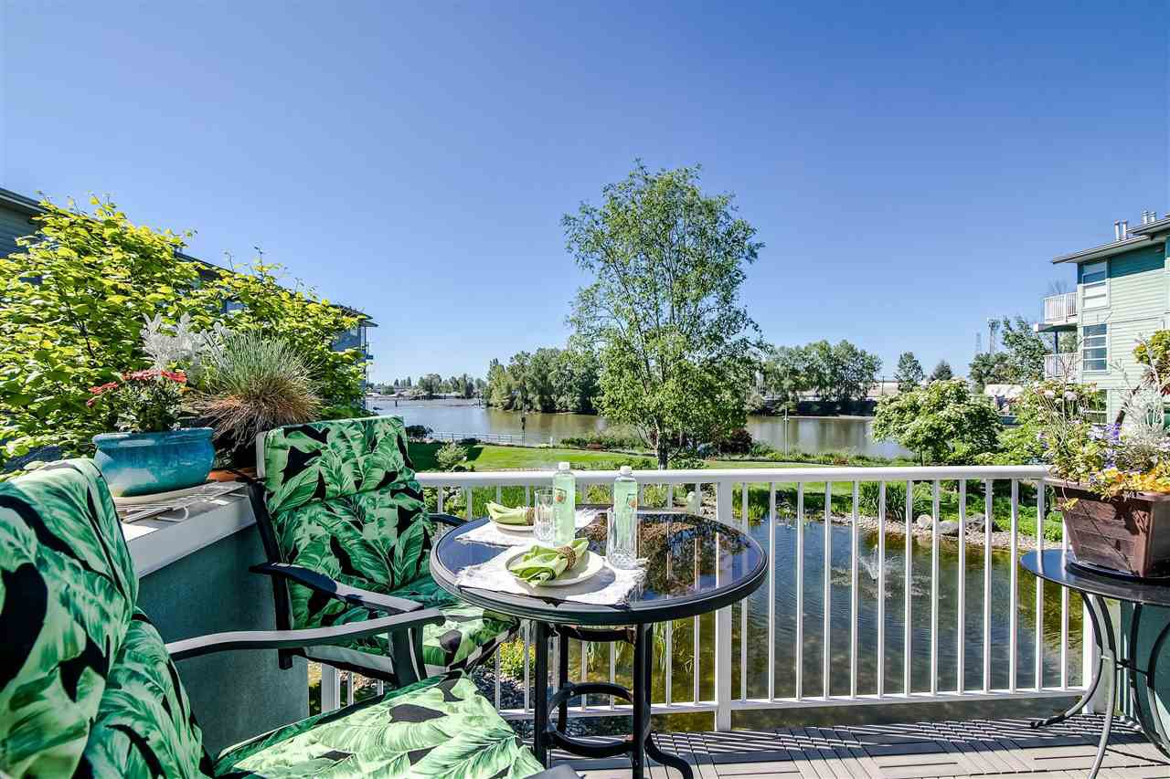 """Photo 2: Photos: 1980 E KENT AVENUE SOUTH Avenue in Vancouver: South Marine Townhouse for sale in """"HARBOUR HOUSE"""" (Vancouver East)  : MLS®# R2370301"""