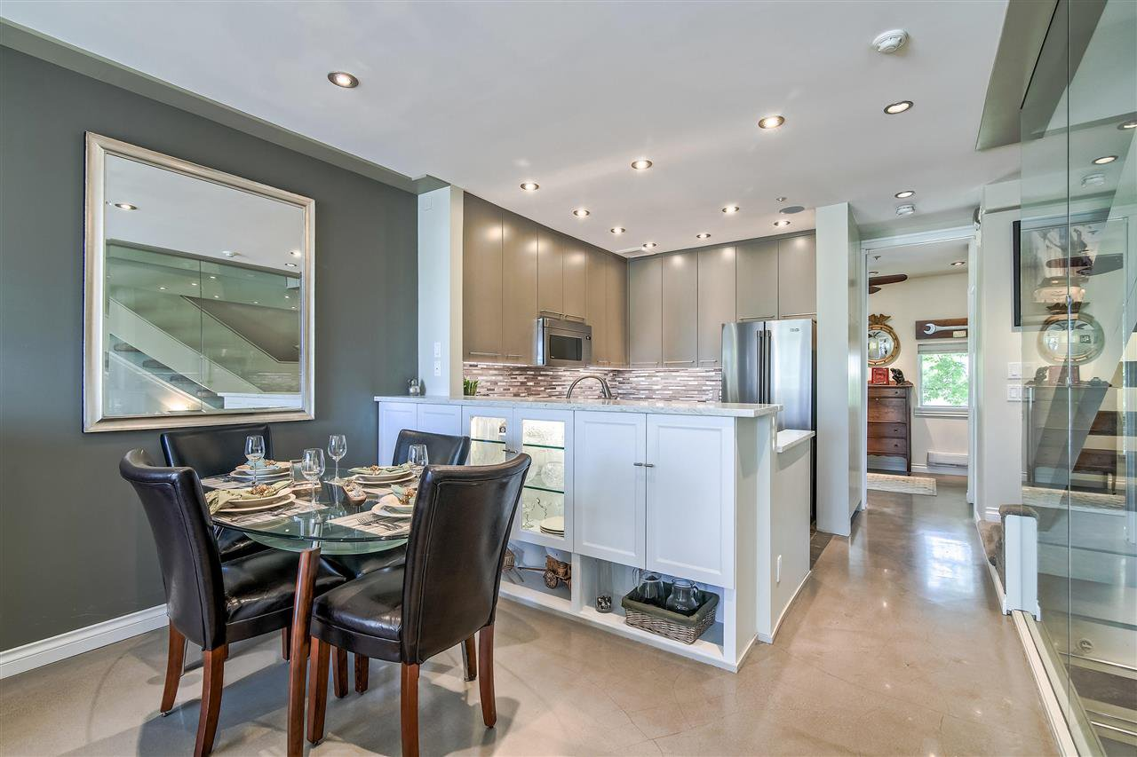 """Photo 7: Photos: 1980 E KENT AVENUE SOUTH Avenue in Vancouver: South Marine Townhouse for sale in """"HARBOUR HOUSE"""" (Vancouver East)  : MLS®# R2370301"""